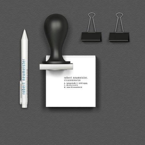 advisco_Referenz_Steuerberater_Stempel+Kugelschreiber